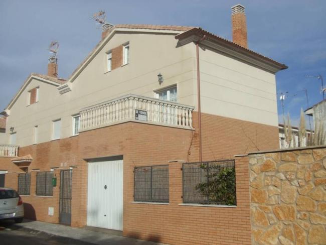 Casa en venta con 185 m2, 3 dormitorios  en Yunquera de Henares, sierr