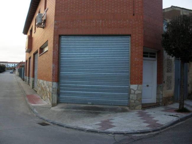Casa en venta con 200 m2, 3 dormitorios  en Yunquera de Henares, Paseo