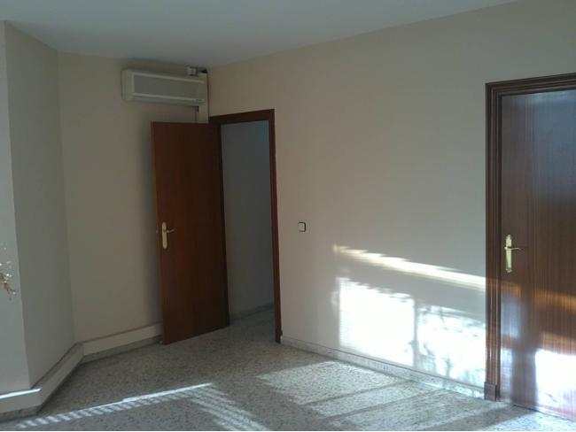Oficina en alquiler con 80 m2,  en Alcalá de Guadaíra, CENTRO